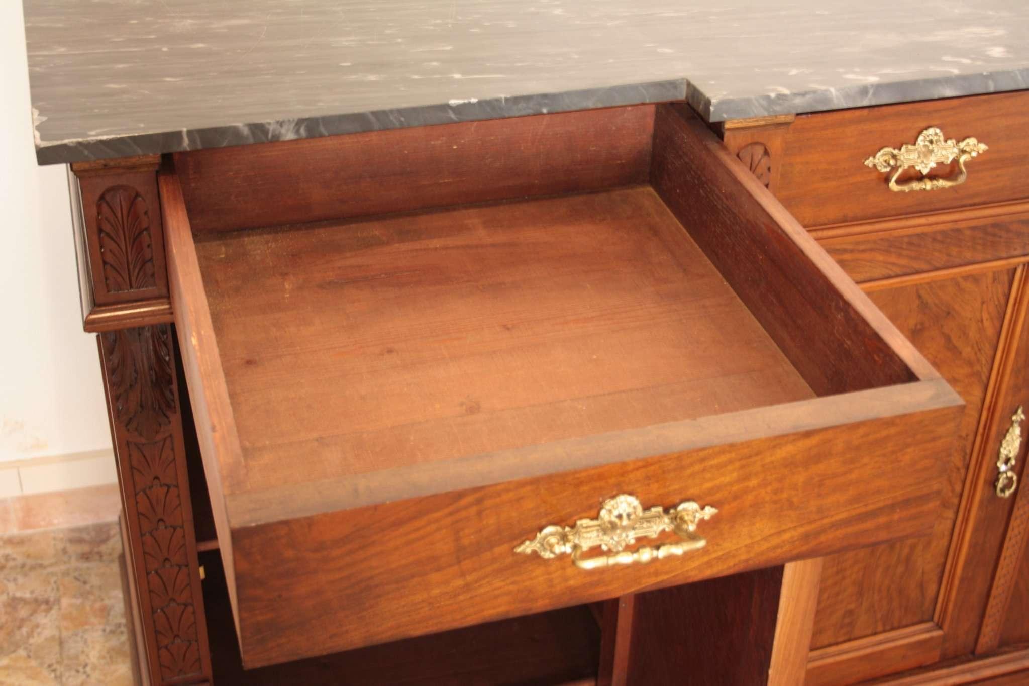 шкаф с низким ореховым орехом