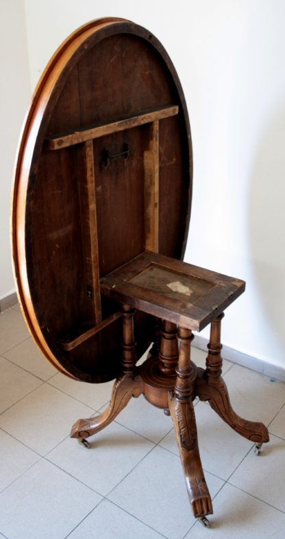 Стол овальный из ореха и массива дуба, с инкрустацией сверху, восемьсот, в отличном состоянии