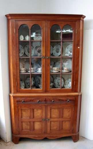 Шкаф-витрина из английского красного дерева